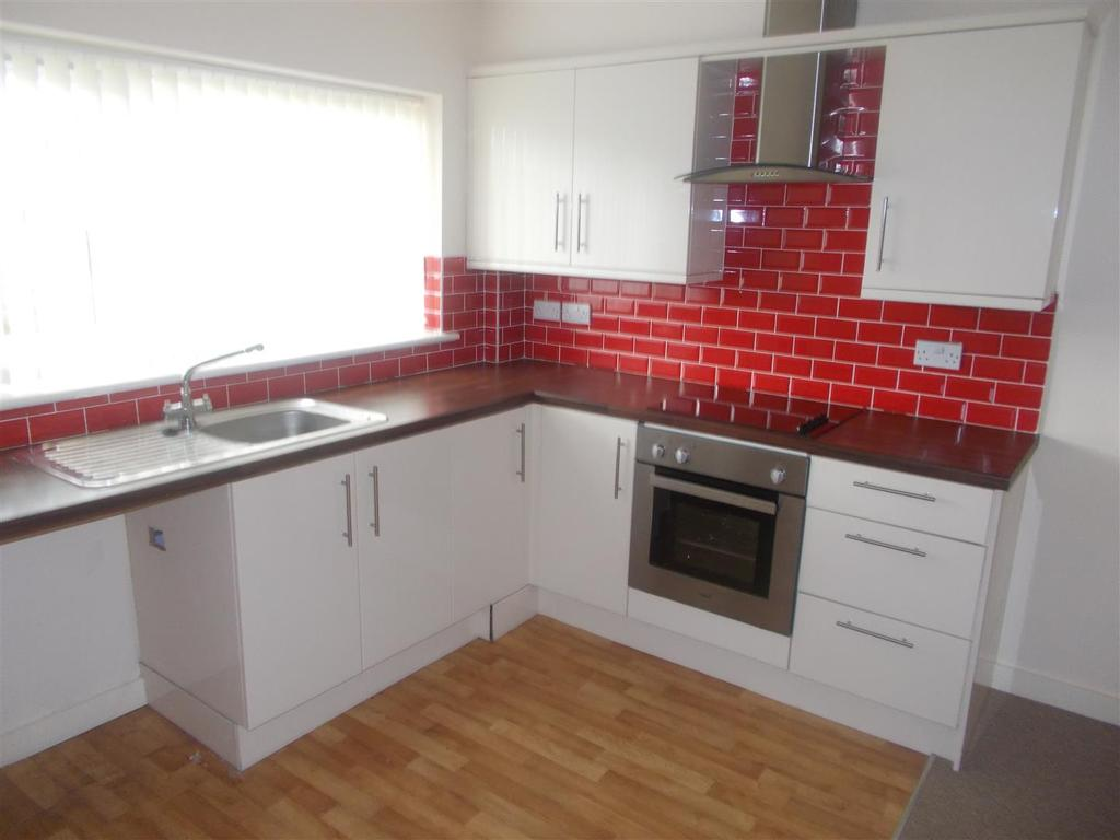 2 Bedrooms Block Of Apartments Flat for sale in Burnham Avenue, Llanrumney, Cardiff