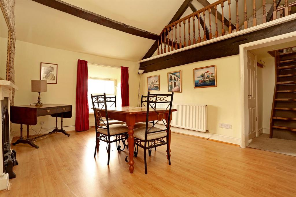 2 Bedrooms Flat for sale in Painswick
