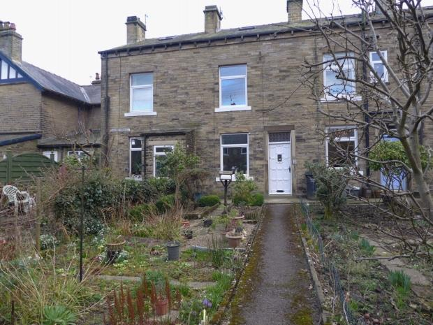 3 Bedrooms Terraced House for sale in HOLME TERRACE HEBDEN BRIDGE MYTHOLMROYD