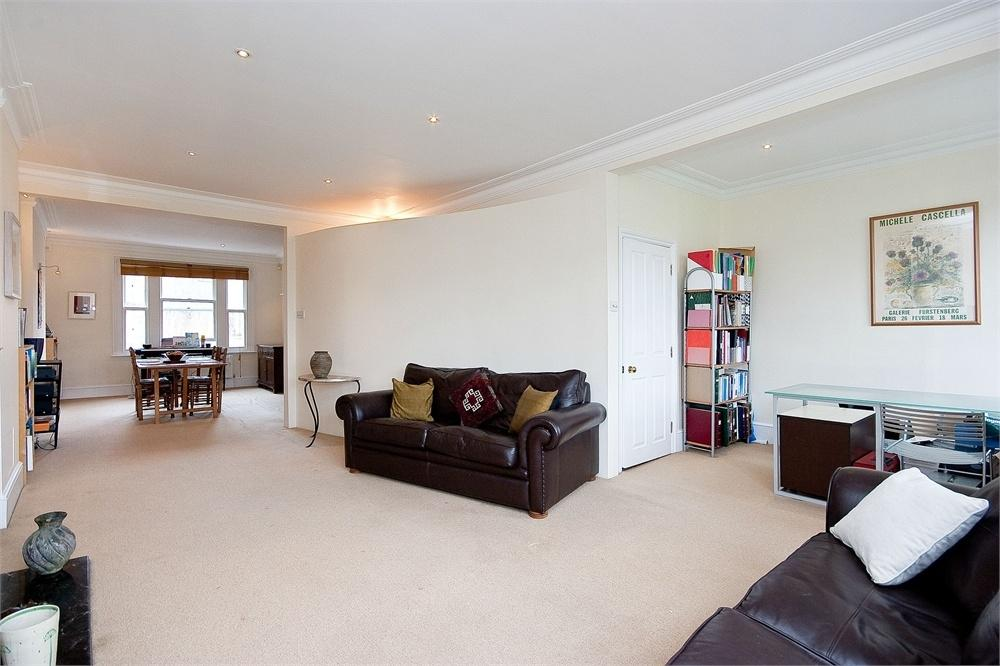 3 Bedrooms Flat for sale in CASTELLAIN ROAD, MAIDA VALE, LONDON