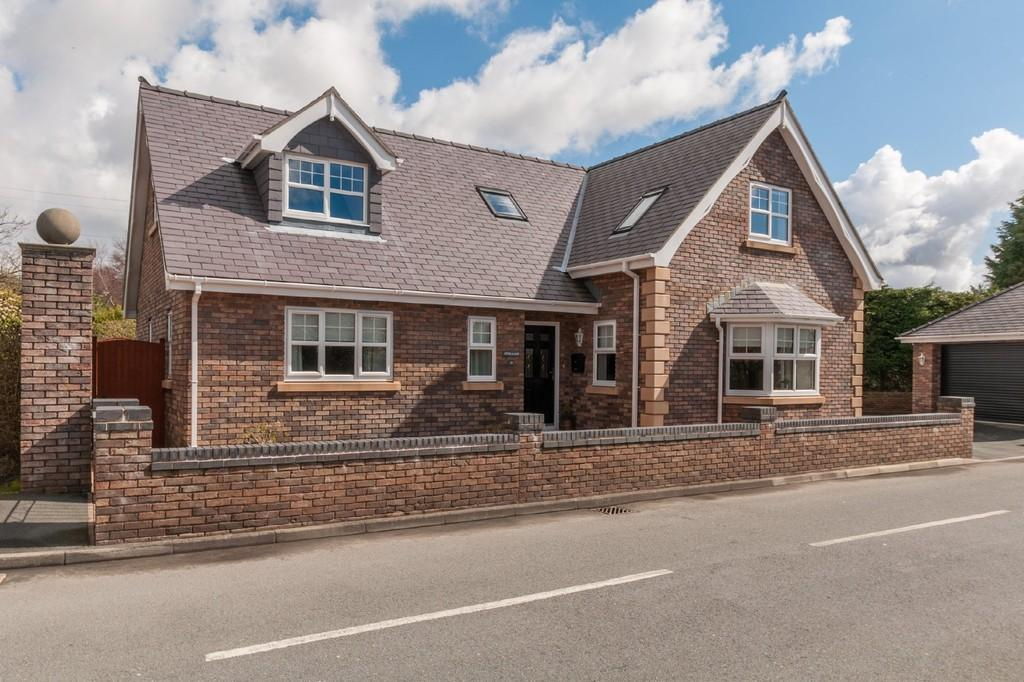 4 Bedrooms Detached House for sale in Dol Hyfryd, Penrhosgarnedd, Bangor, North Wales