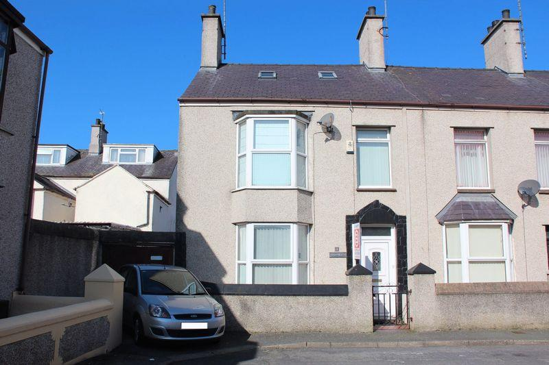 3 Bedrooms End Of Terrace House for sale in Leonard Street, Holyhead