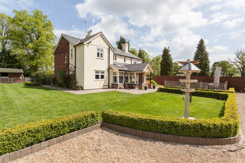 4 Bedrooms Detached House for sale in Hall Lane, Mobberley