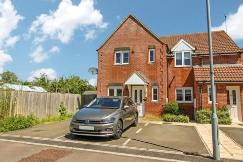 3 bedroom semi-detached house to rent - Longcot Close, Stratton, Swindon