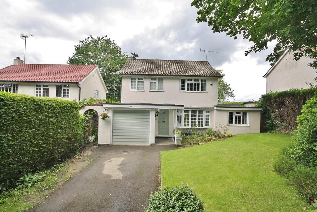 3 Bedrooms Detached House for sale in St. John's, Surrey