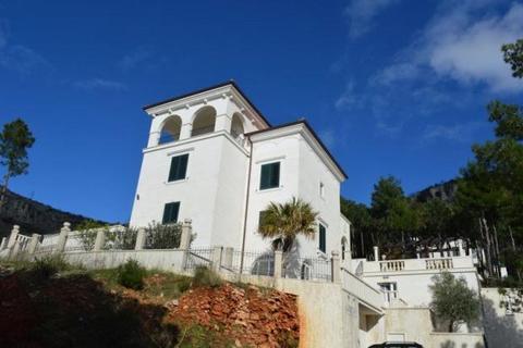 5 bedroom house  - Sveti Stefan, Near Budva, Montenegro
