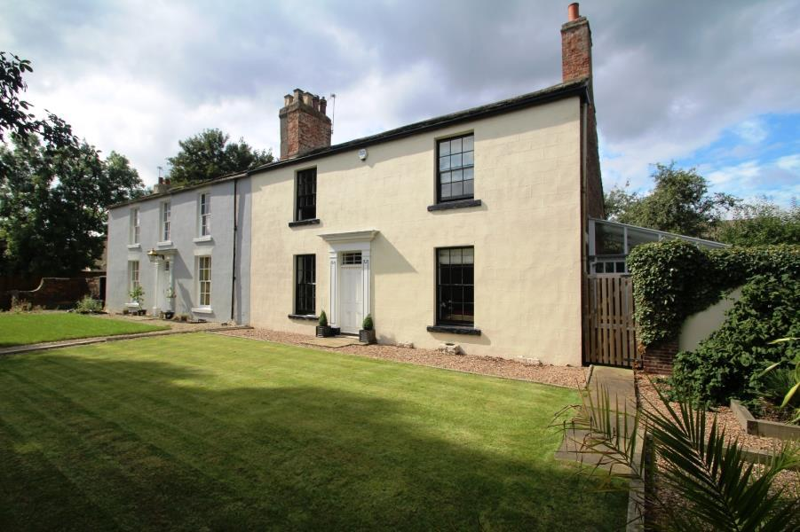 3 Bedrooms Detached House for sale in FLANSHAW LANE, FLANSHAW, WAKEFIELD, WF2 9JE