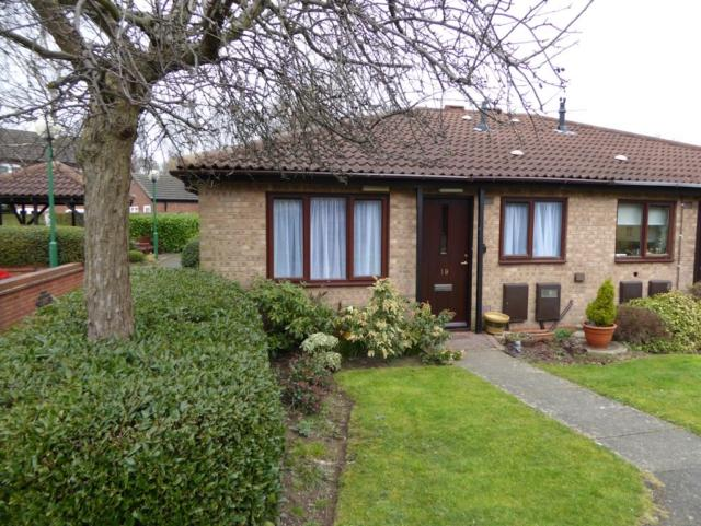 2 Bedrooms Semi Detached Bungalow for sale in Delisle Court Loughborough