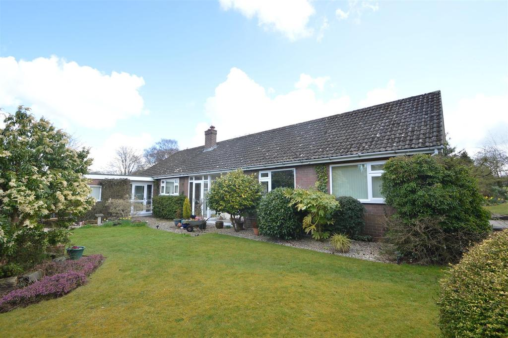 4 Bedrooms Detached Bungalow for sale in 15 Old Coppice, Lyth Bank, Shrewsbury SY3 0BP