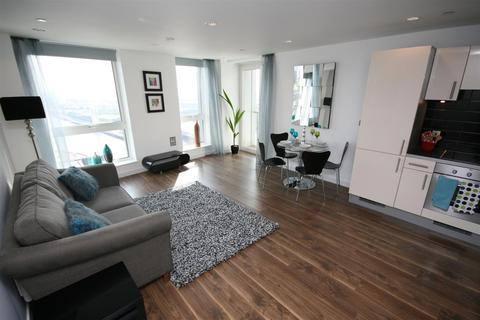 3 bedroom flat to rent - The Heart, MediaCityUK, Salford, M50