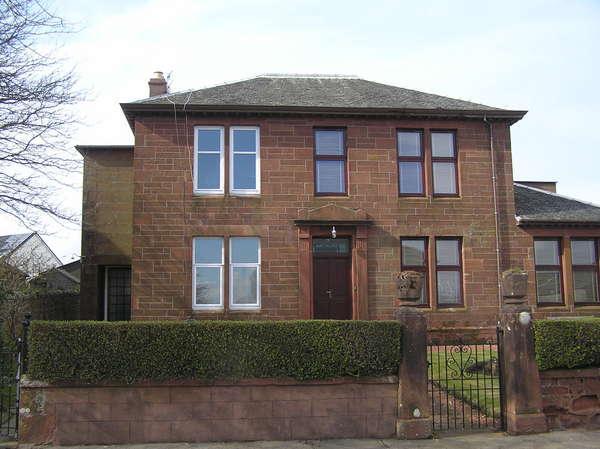 3 Bedrooms Semi-detached Villa House for sale in 5 Bute Terrace, Millport, Isle of Cumbrae, KA28 0BD