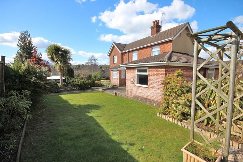 4 Bedrooms Detached House for sale in Wentworth Drive, Broadstone