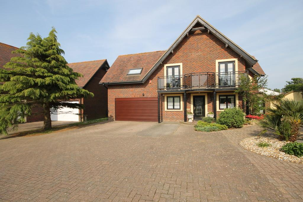 4 Bedrooms Detached House for sale in Freshwater, Isle of Wight