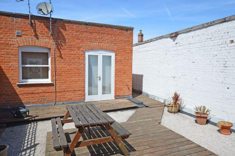 2 Bedrooms Apartment Flat for sale in Between High Street Market Square, Alton, Hampshire