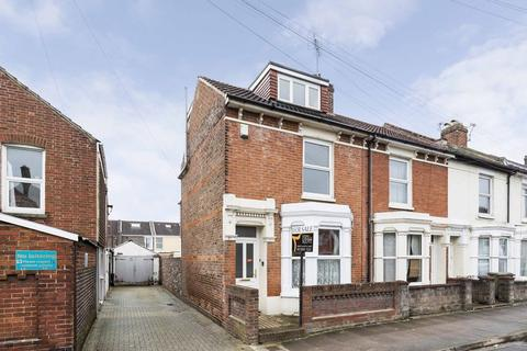 4 bedroom end of terrace house for sale - Essex Road, Southsea