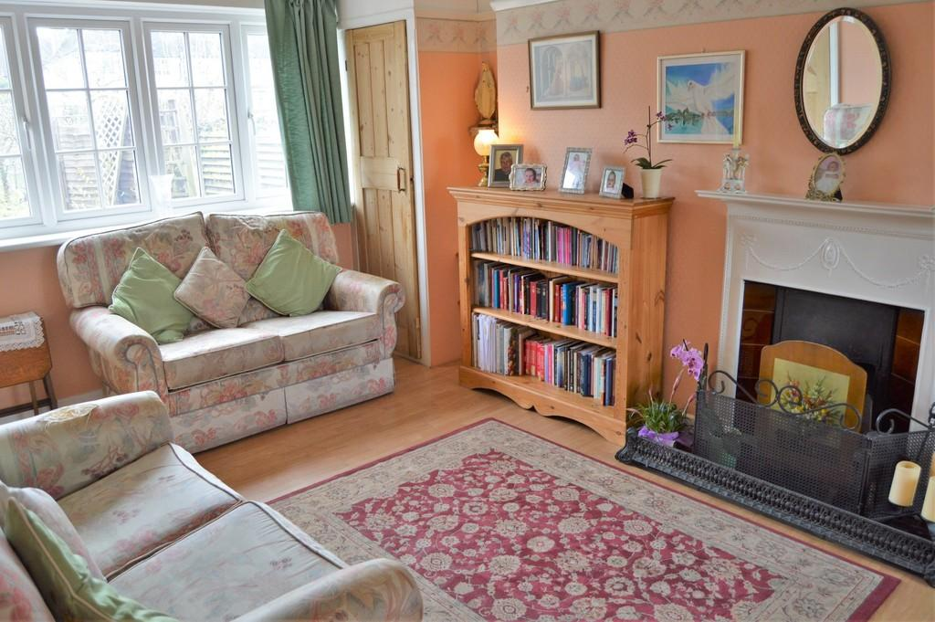 3 Bedrooms Terraced House for sale in Lovelace Green, Eltham, SE9