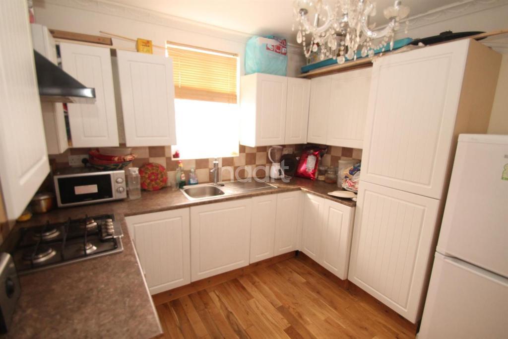 2 Bedrooms Flat for sale in High Road Leytonstone, Leytonstone