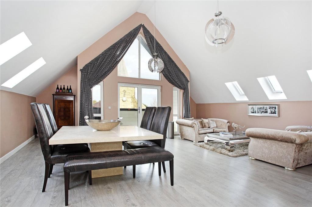 3 Bedrooms Penthouse Flat for sale in Meade Court, 67A High Street, Edenbridge, Kent, TN8