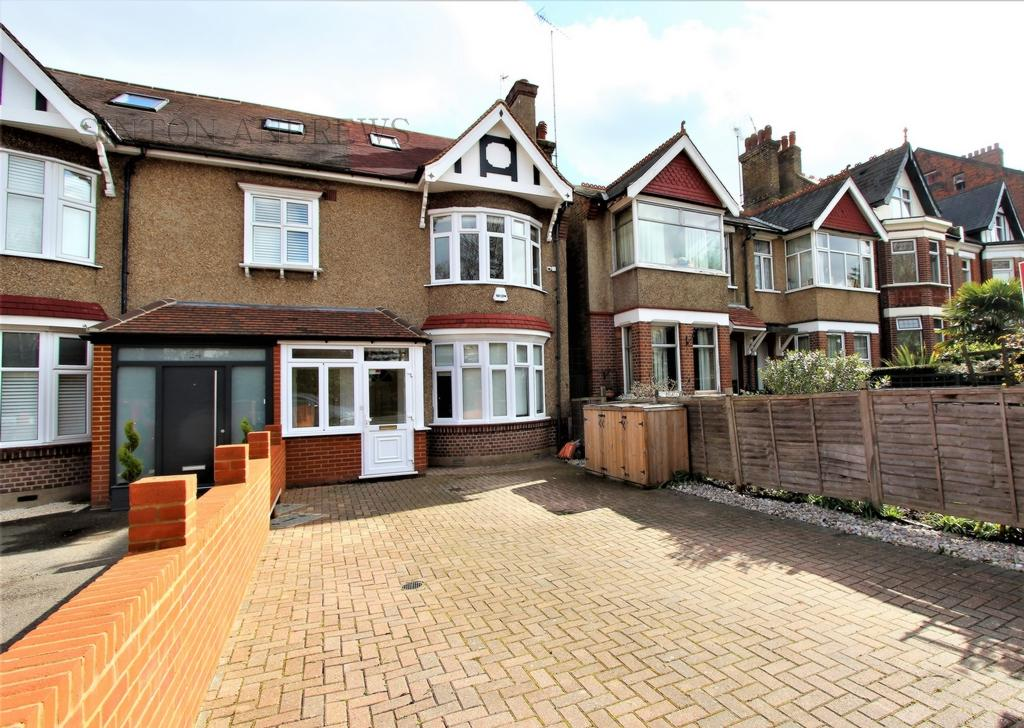 5 Bedrooms Semi Detached House for sale in Kent Gardens, Ealing, W13