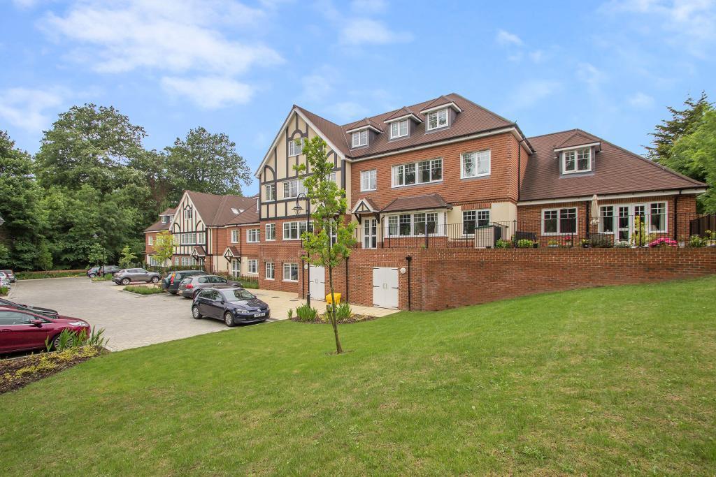 2 Bedrooms Flat for sale in Addington Road, Sanderstead, South Croydon, Surrey, CR2 8RD