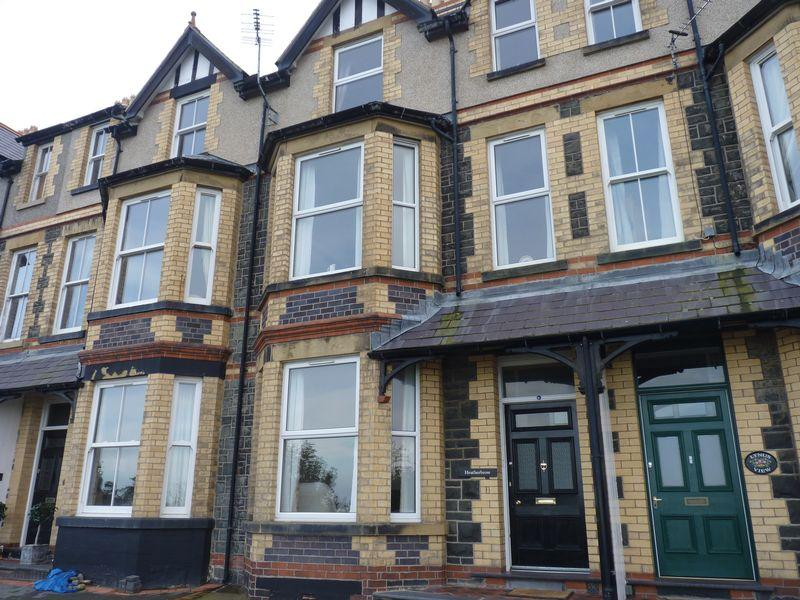 5 Bedrooms Terraced House for sale in Marine Terrace, Penmaenmawr