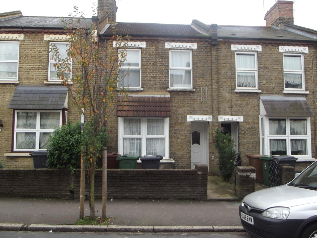 3 Bedrooms Terraced House for sale in St marys road e17