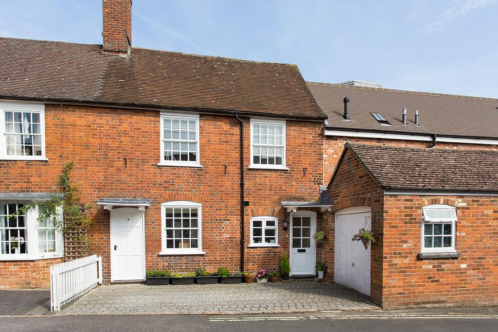 2 Bedrooms Terraced House for rent in Angel Yard, Marlborough, Wiltshire, SN8