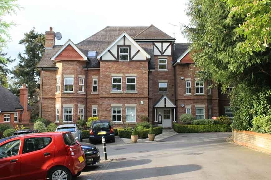 3 Bedrooms Apartment Flat for rent in Branksome Park Road, Camberley GU15