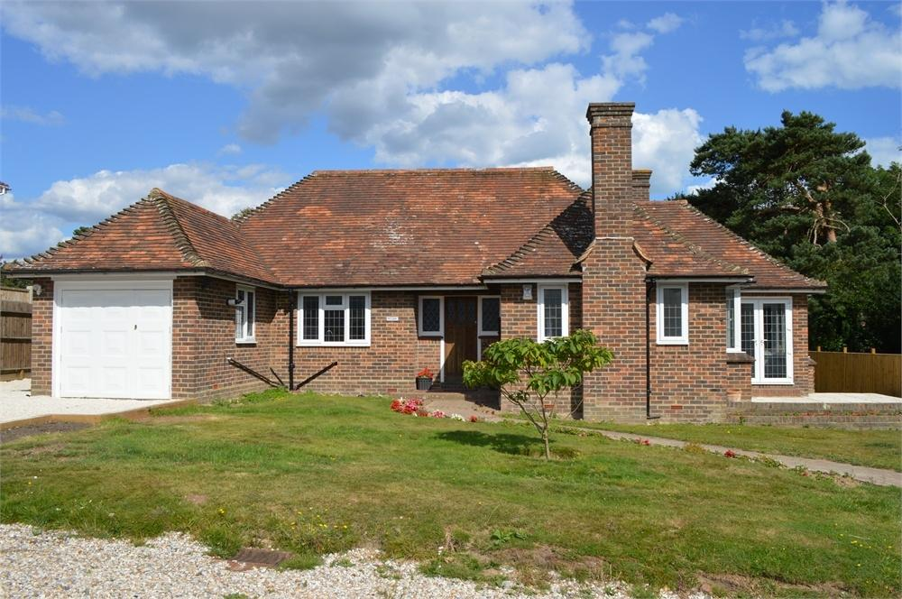 3 Bedrooms Detached Bungalow for sale in Park Lane, Bexhill on Sea