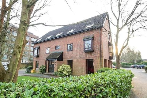 2 bedroom flat to rent - The Oaks, Moormede Crescent, Staines-Upon-Thames, TW18