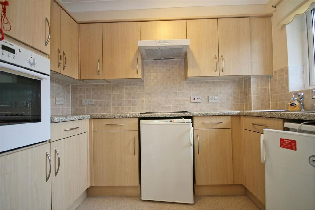 2 Bedrooms Flat for sale in Shardeloes Court, Cottingham