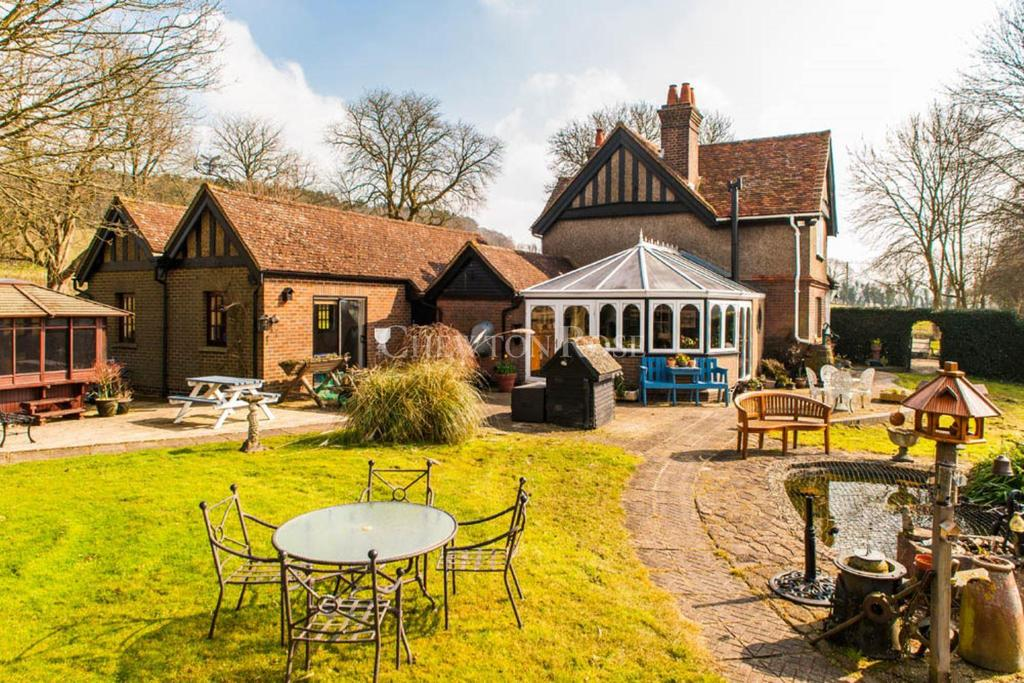 3 Bedrooms Detached House for sale in Great Gaddesden, Near Berkhamsted, Hertfordshire