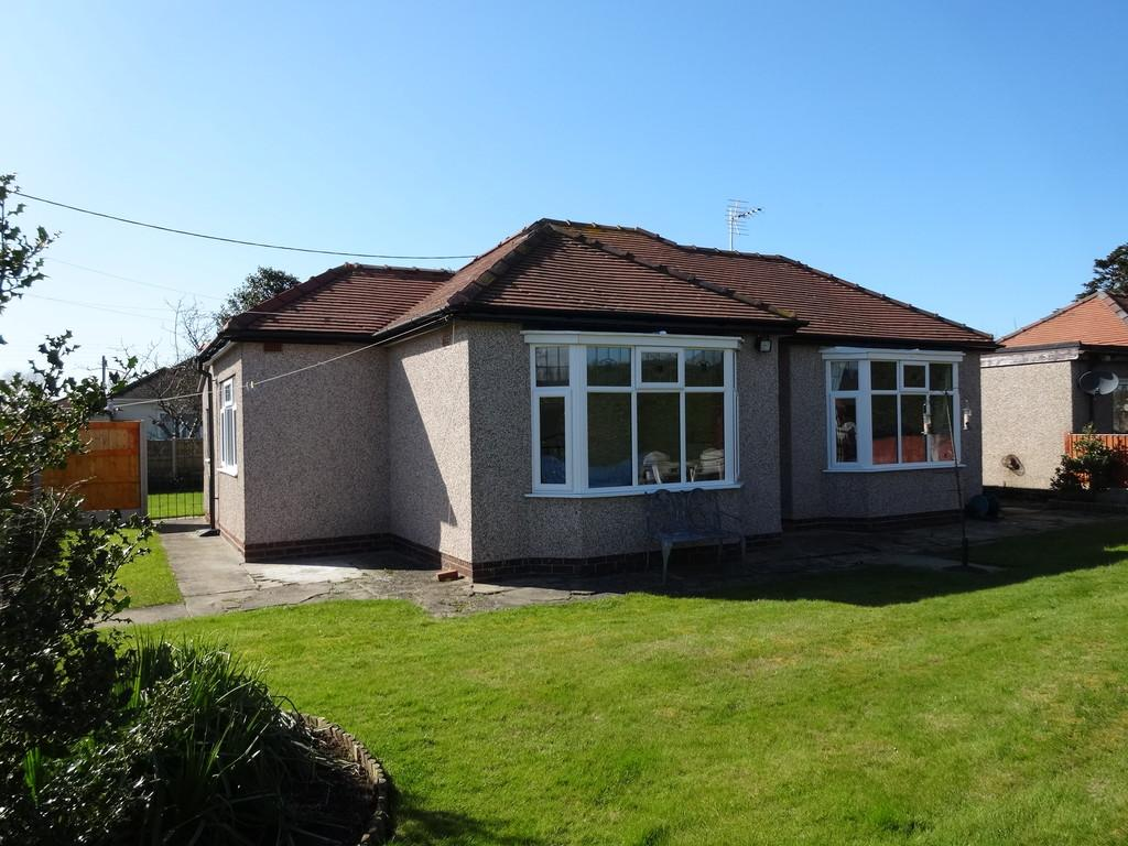 2 Bedrooms Detached Bungalow for sale in Cheltenham Avenue, Rhyl