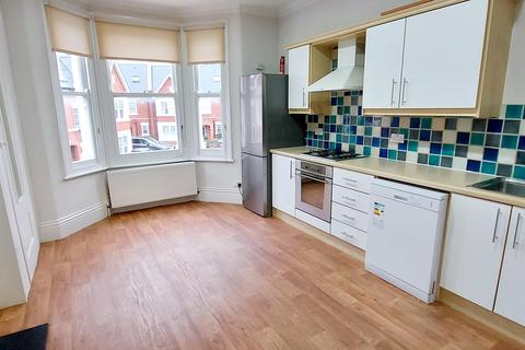 2 bedroom flat to rent - Thorney Hedge Road, London, W4