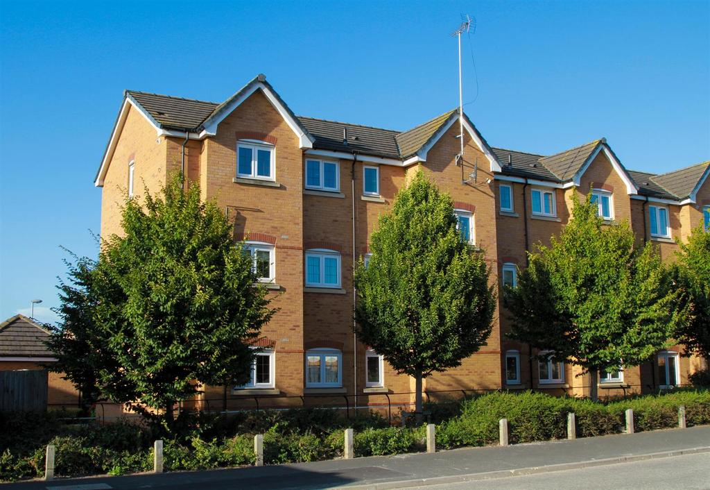 2 Bedrooms Flat for sale in Mere View, Helsby