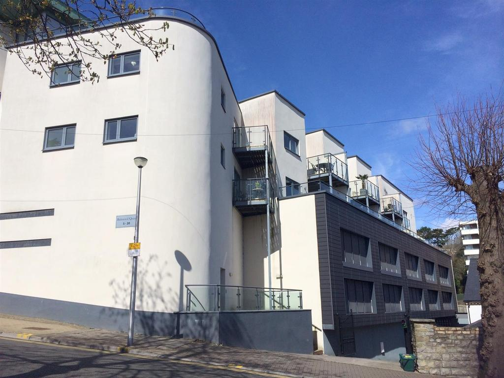 2 Bedrooms Flat for sale in Balmoral Quays, Penarth