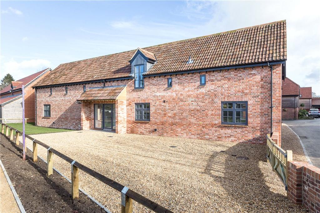 4 Bedrooms Detached House for sale in 2 Manor Farmyard, Urchfont, Wiltshire, SN10