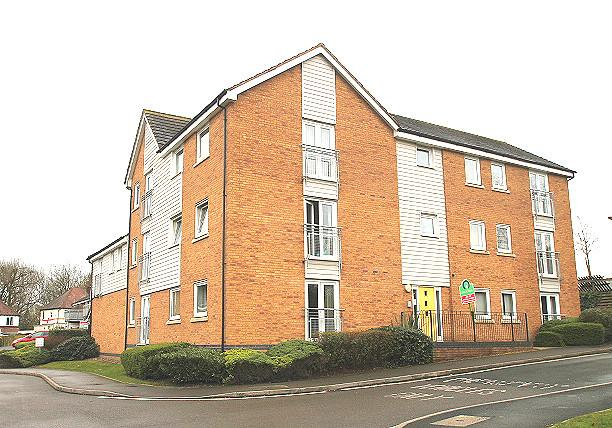 1 Bedroom Flat for sale in Attingham Drive, Dudley, DY1