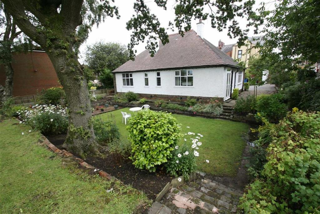 3 Bedrooms Detached Bungalow for sale in Fairholme, 2, Highgate Drive, Royton, Oldham, OL2