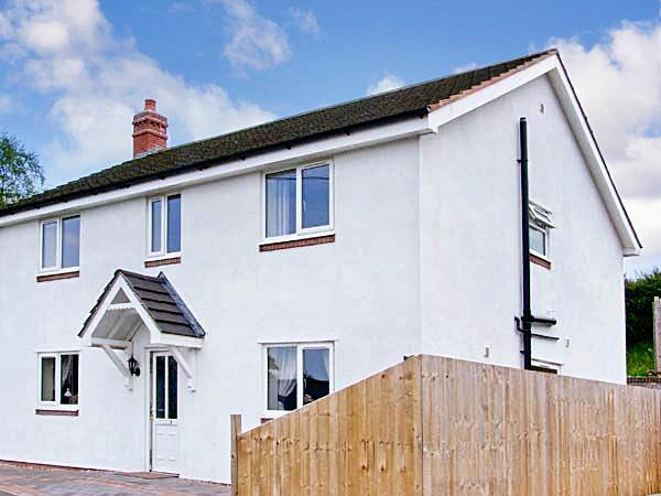 4 Bedrooms Detached House for sale in Gyrn Road, Selattyn, Oswestry