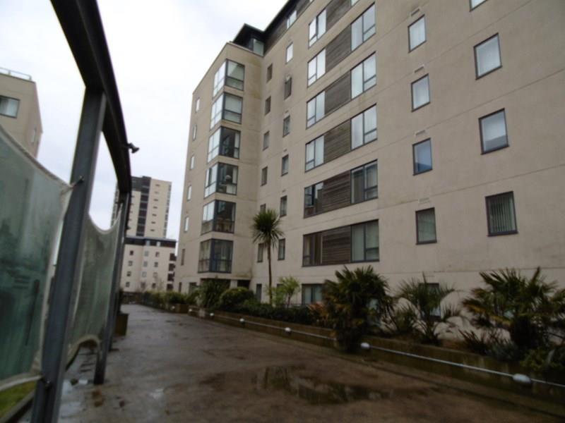 2 Bedrooms Apartment Flat for sale in Falcon Drive, Cardiff