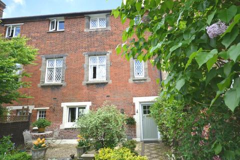 2 bedroom cottage to rent - The Close, Dunmow, Essex, CM6