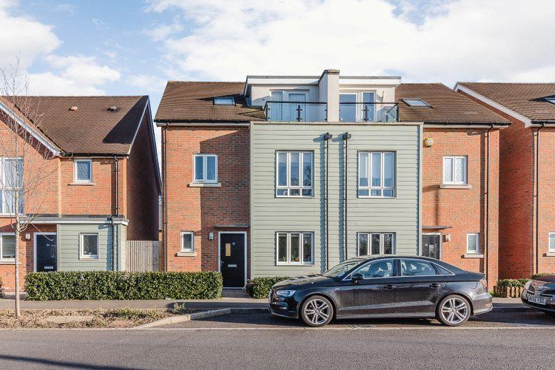 4 Bedrooms Town House for sale in Parkview Way, Epsom