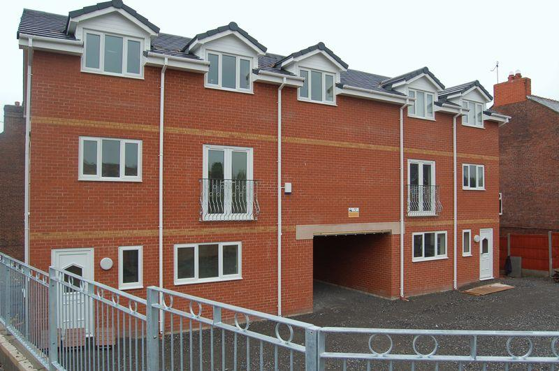 2 Bedrooms Apartment Flat for sale in 2 Windsor Court, New Broughton, Wrexham