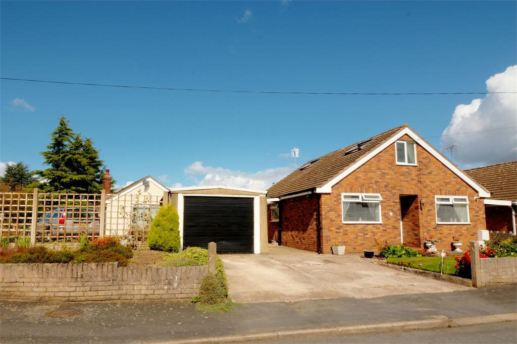 2 Bedrooms Detached Bungalow for sale in Holly Bush Close, Glan-Llyn Road, Bradley, Wrexham, LL11
