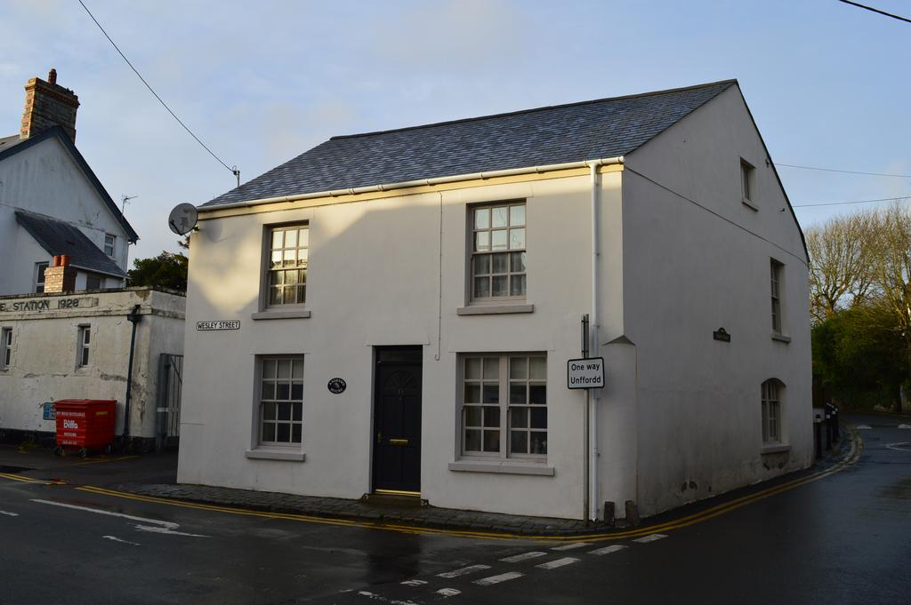 3 Bedrooms Flat for sale in Wesley Street, Llantwit Major, Vale of Glamorgan