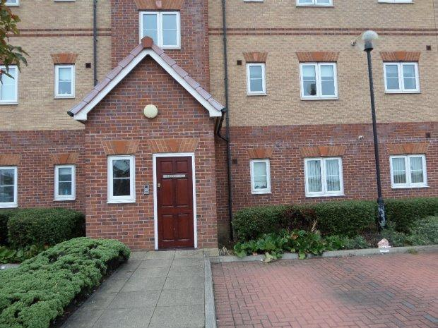 2 Bedrooms Flat for sale in DRAKE HOUSE, MARINA, HARTLEPOOL