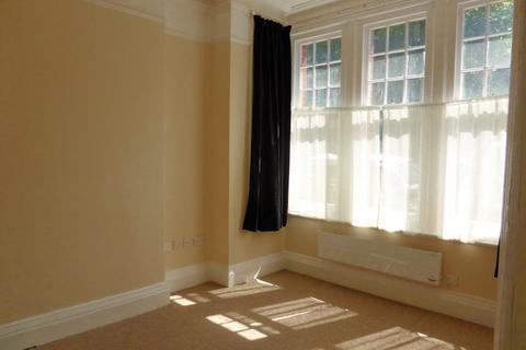 Studio to rent - York Avenue - P1039