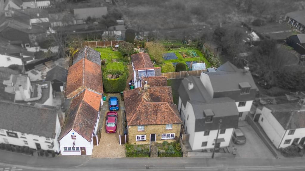 4 Bedrooms Detached House for sale in Harlow Road, Roydon
