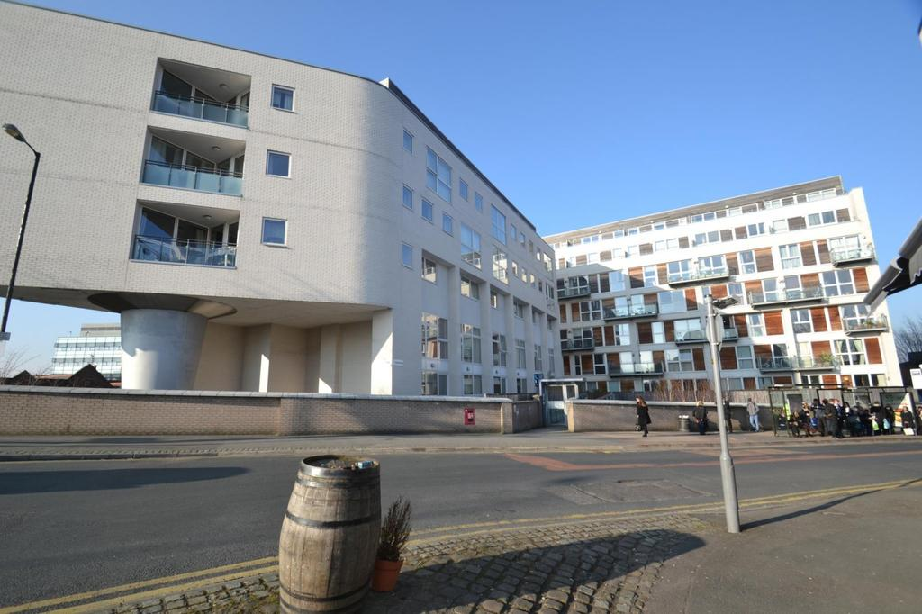 2 Bedrooms Apartment Flat for sale in 1 - 3 Broad Road, Sale